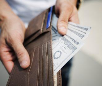 Jak zadbać o własne finanse podczas wyjazdu do Szwecji?